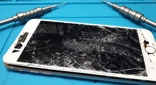 iPhone 8+ with cracked screen being repaired